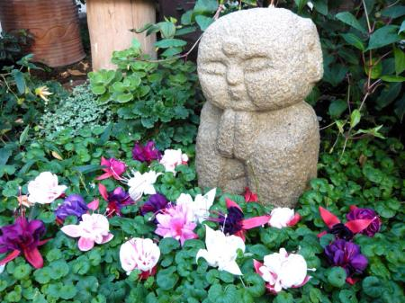 Charmant Jizo In The Garden